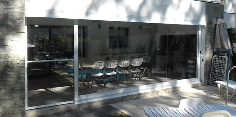 La cl nica cerramientos nacionales en pvc transparente for Cerramientos para oficinas